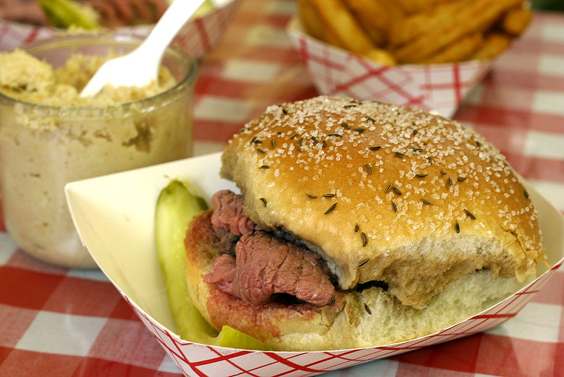 800px-Small_-_Beef_on_Weck
