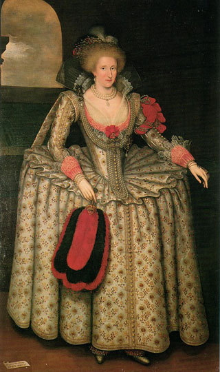 Anne_of_denmark_gheeraerts3
